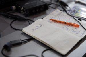 aufgeschlagenes Notizbuch mit Notizen zu AUDIO2